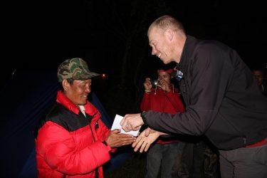 Trektocht Numbur Sherpagebied Everest Nepal | Snow Leopard (90) staff