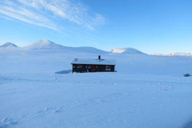 Sneeuwschoenwandelen reis Treriksrøysa Noorwegen | Snow Leopard (36)