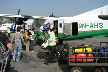Airport Kathmandu, Flight: Kathmandu 1300m-Lukla 2750m Expeditie trektocht Mera Peak 6461m Island Peak Nepal | Snow Leopard