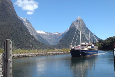 64 Milford Nature Cruises - NZ Nieuw-Zeeland - indiv autorondreis   Snow Leopard